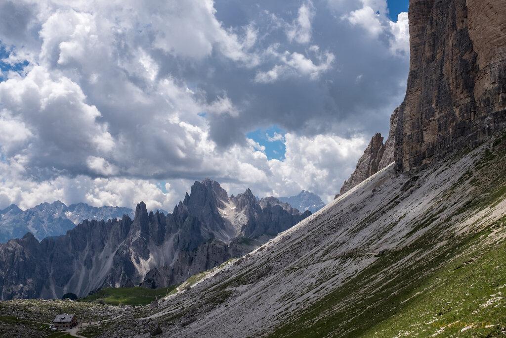 Blick auf Lavaredohütte