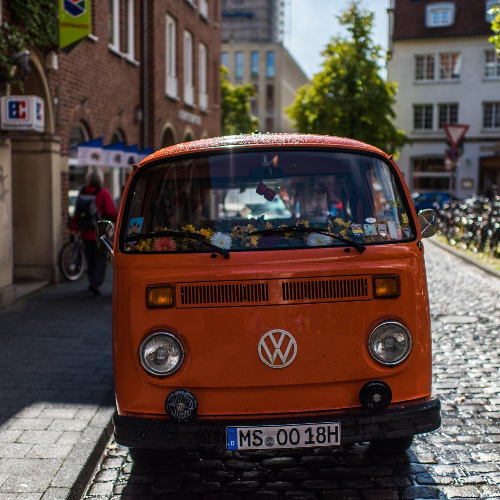 Bus Orange