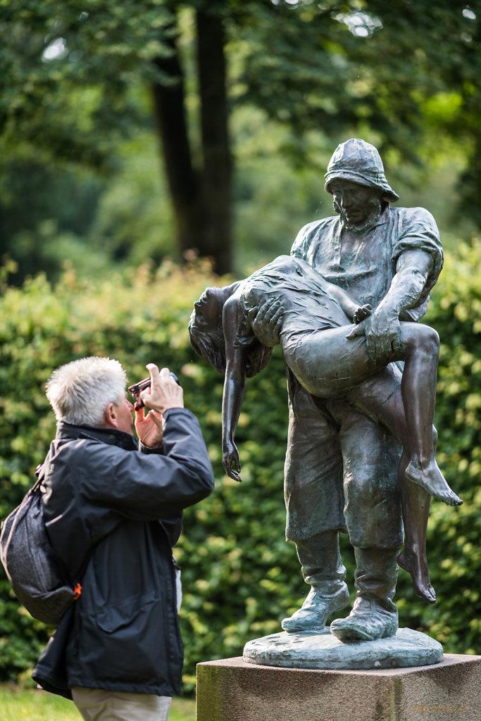 Statue und Fotograf