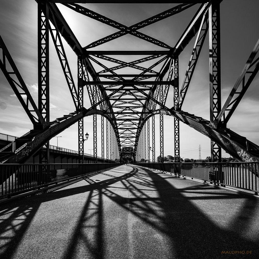 09 | 13 - Schattenbrücke