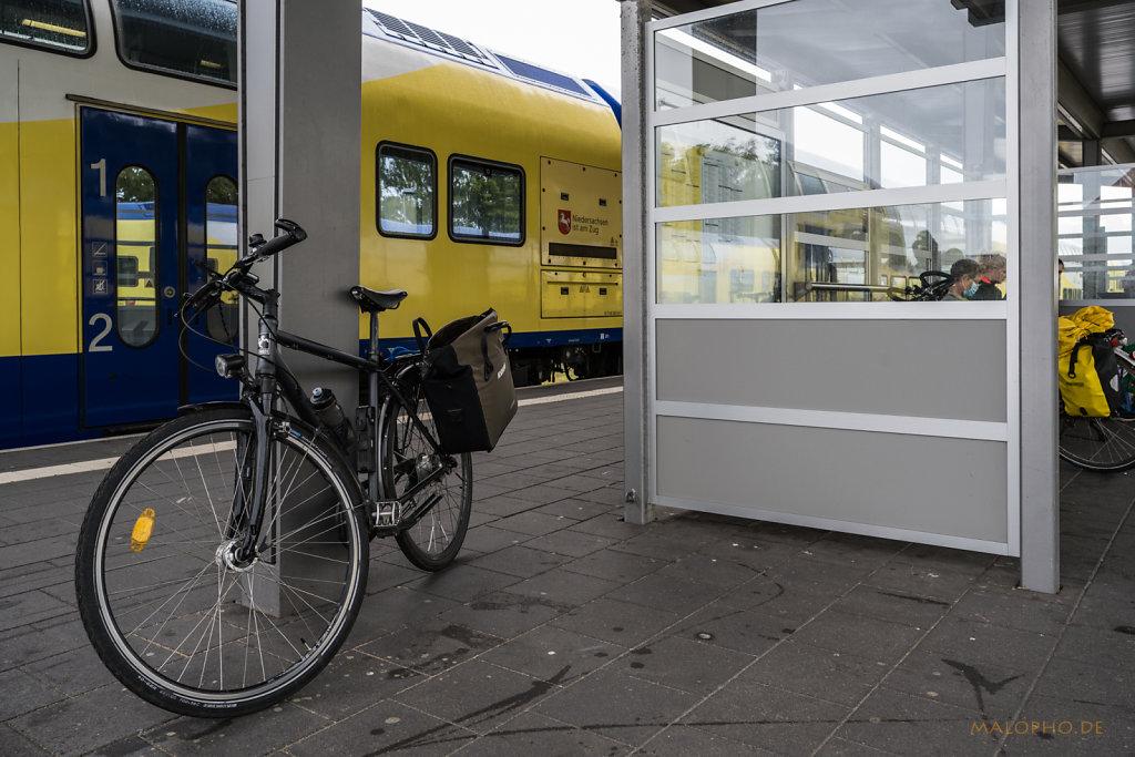 Bahnsteig Cuxhaven-3