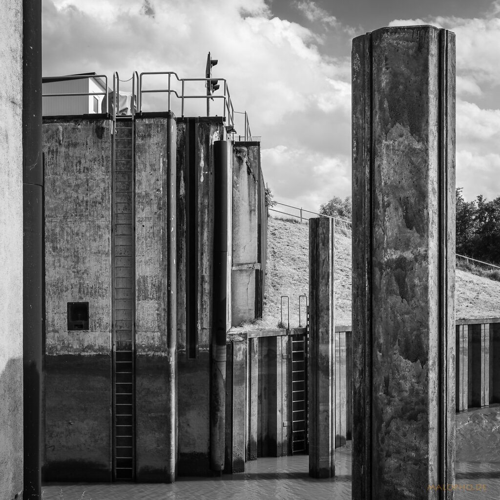 08 | 15 - Sperrwerkmauer