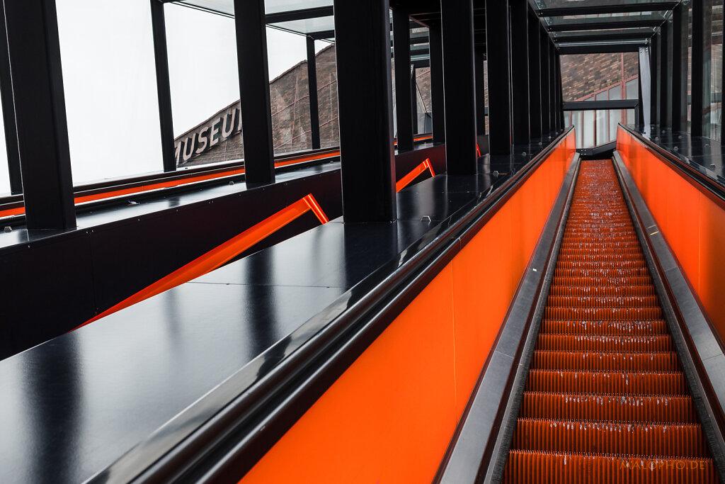 Rolltreppe Orange II