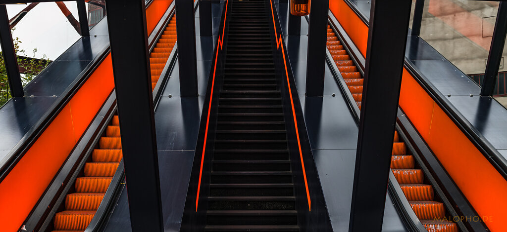 Aufgang Orange